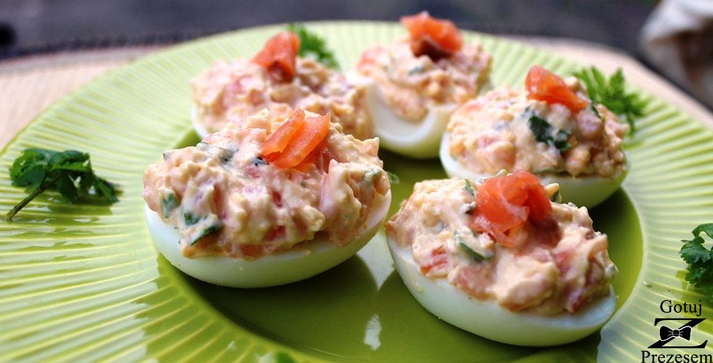 jajka faszerowane łososiem