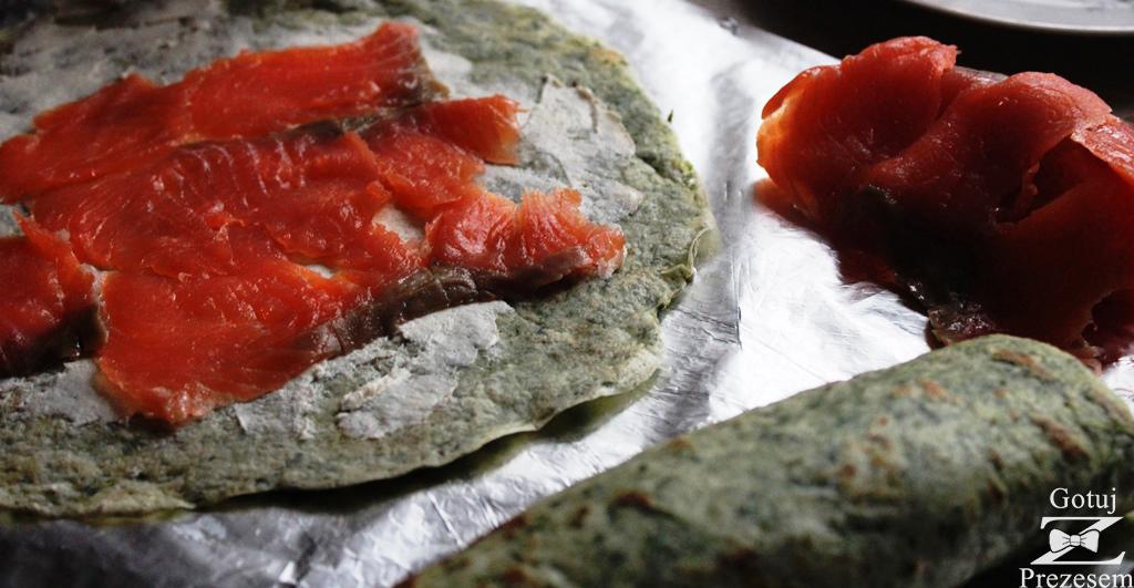 szpinakowe roladki naleśnikowe z łososiem