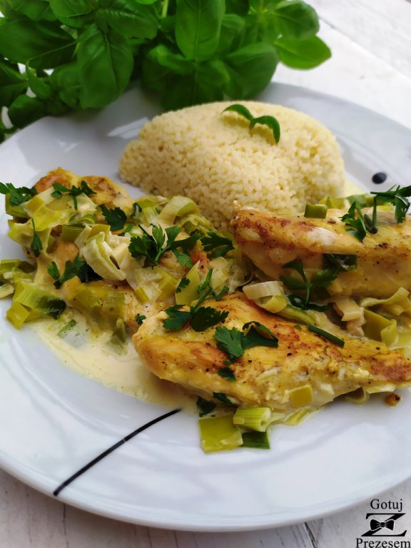 kurczak w sosie śmietanowo-porowym