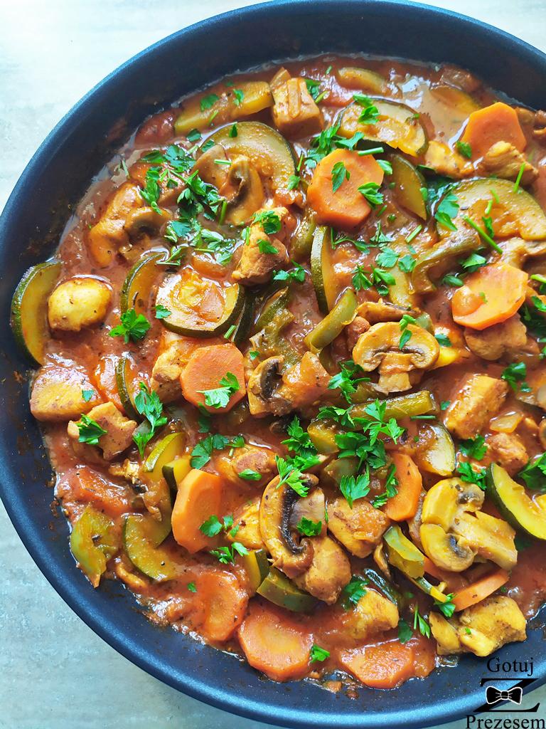gulasz drobiowy z warzywami 2