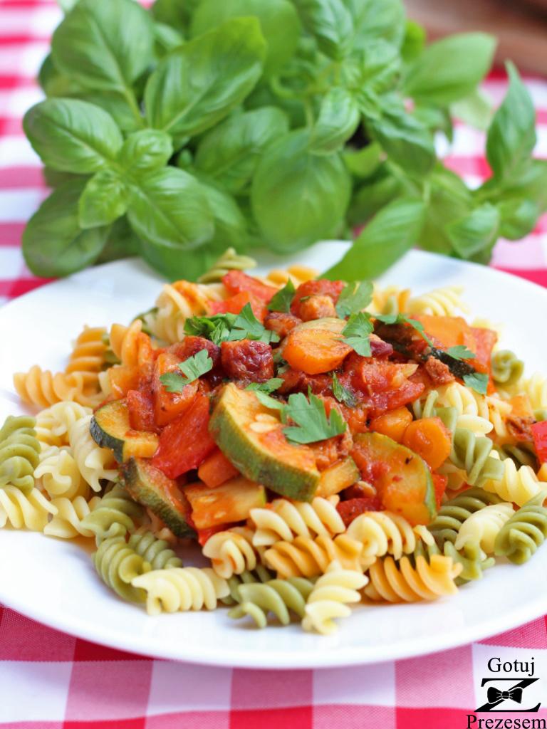 makaron z boczkiem i warzywami 2